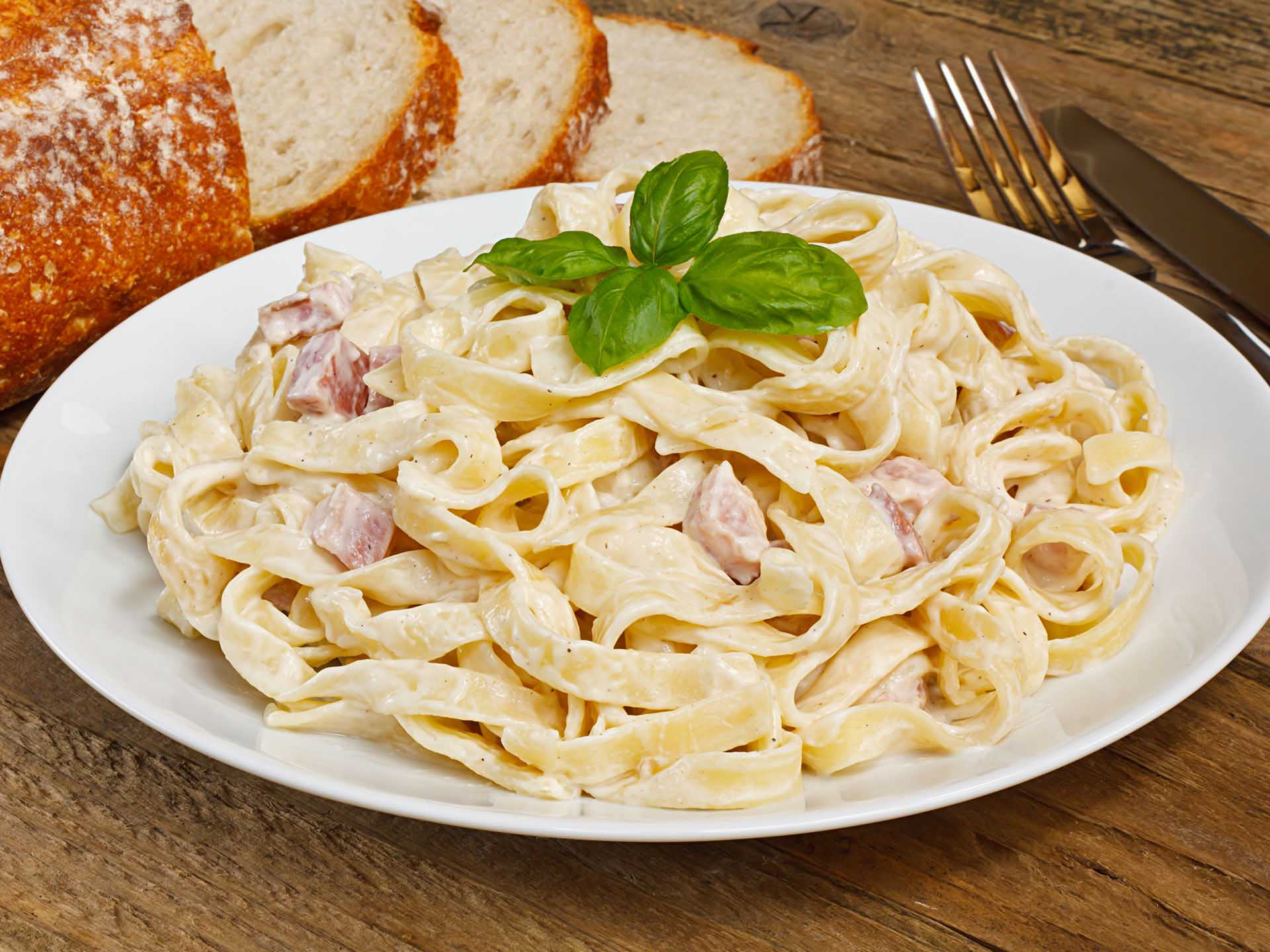 Спагетти карбонара со сливками и беконом рецепт